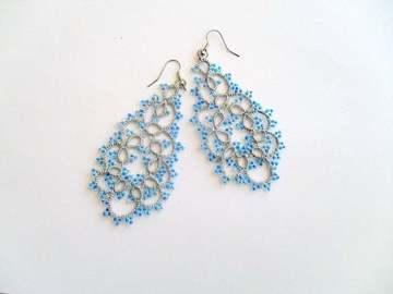 Vente au détail: Paire de boucles d'oreille en dentelle couleur argent et bleu