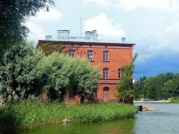 Vuokrataan: Työhuone meren rannassa, Lapinlahden Venetsiassa