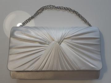 Ilmoitus: Valkoinen häälaukku