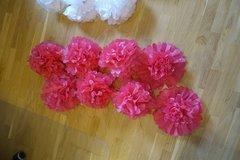 Ilmoitus: 8kpl valmiiksi koottuja(!) tumman pinkkejä pom-pom -koristeita