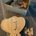Ilmoitus: Puiset pöytänumerot + photobooth + valkoiset viuhkat