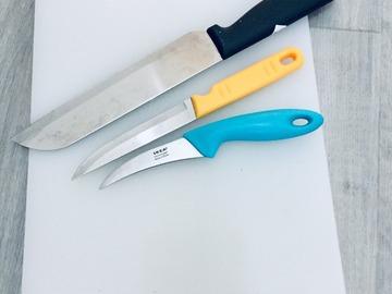 Selling: Chopping board and knives