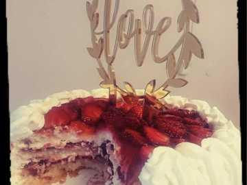 Ilmoitus: Love -kakun koriste