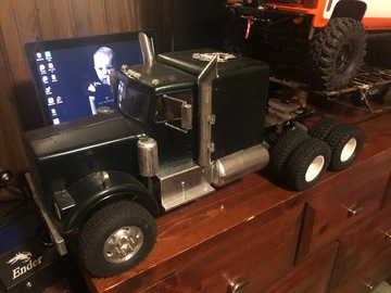 Selling: SCX10 6X6 18wheeler with Gooseneck Trailer