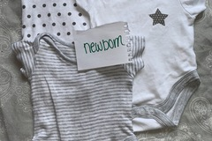 Selling with online payment: Unisex newborn vests, age newborn