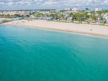 Daily Rentals: Lauderdale-by-the-Sea FL, Prime Beach Parking Near Restaurants