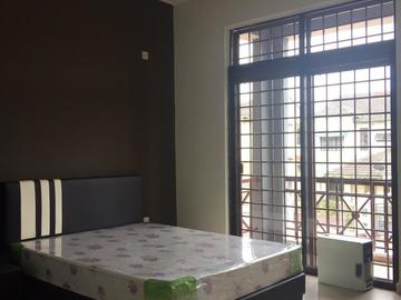 For rent (month/hour): Room Rent at Bukit Indah/Horizon Hills with Attach/Shared Toilet