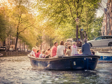 Alquile per persona: Poetry on a Boat | Amsterdam | Sep 1st