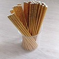 Ilmoitus: Kultaisia paperipillejä