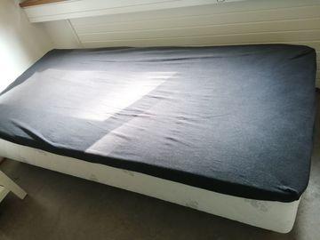 Myydään: Bed 90 x 200