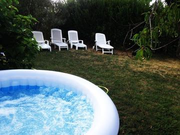 NOS JARDINS A LOUER: Grand jardin 1000 m2, 25 km de Paris, avec BBQ, spa, hamac