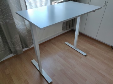 Selling: Height adjustable stand-up desk - IKEA SKARSTA