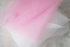 Ilmoitus: Valkoista ja vaaleanpunaista tylliä