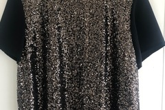 Selling: Beautiful sequinned top