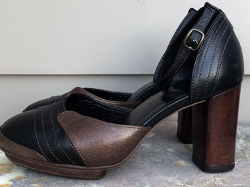 Selling: Black/copper heels - size 39