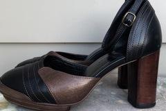 Selling: Black/copper heels - size 39