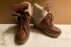 Giving away: [GONE] Steve Madden brown boots with wool lining