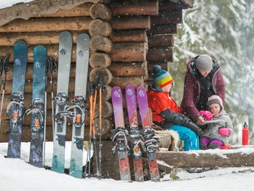 Renting out (by week): OAC KAR u 147 likulumikengät ja Black Diamond sauvat