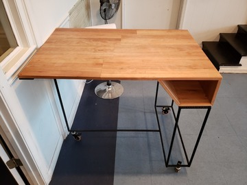 Selling Products: DIRTT Table 01 (Wood and Metal)