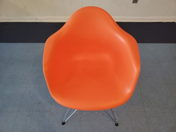 Selling Products: Plastic Metal Chair (Orange)