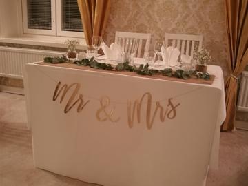 Ilmoitus: Myydään kultainen mr & mrs viirinauha