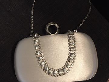 Ilmoitus: Kaunis laukku