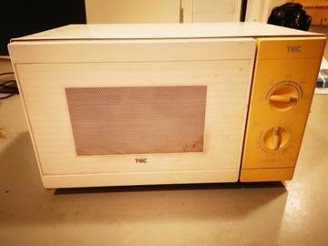 Selling: Microwave 700 w