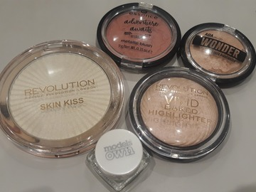 Venta: Skin miss revolution. Essence adventure colorete. Modelos own