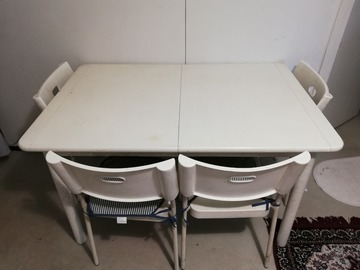 Selling: Dinning table+4 chairs