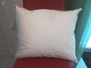 Myydään: Höyhentyyny (Hemtex) / Feather pillow (Hemtex)