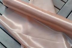 Ilmoitus: Silkkinen persikan värinen kaitaliina
