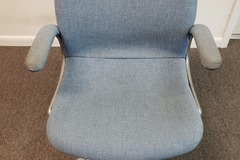 Produkte Verkaufen: Metal Chair (Blue cloth cover) with Arms and Rollers