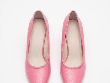 Selling: Pink Snakeskin pumps