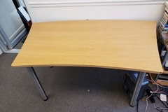 Produkte Verkaufen: Wood Table with Metal Legs with no Rollers