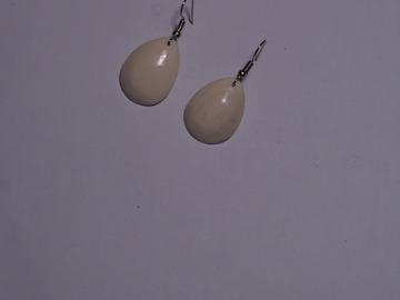 Vente au détail: boucles d'oreilles fabriqués en os de bovin