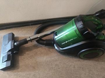 Selling: vacuum cleaner