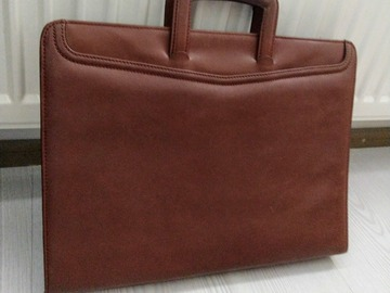 Selling: Leather briefcase / laptop bag