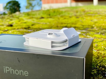Myydään:  Apple EarPods-kuulokkeet (lightning) - AVAAMATON