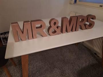 Ilmoitus: Ruusukultaiset Mr & Mrs pöytäkirjaimet