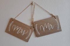 Ilmoitus: Mr ja Mrs photobooth kyltit