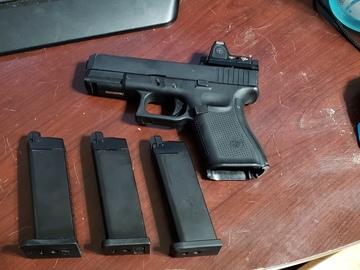 Selling: glock 19 gen 5