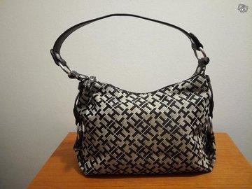 Myydään: Tommy Hilfiger käsilaukku / Tommy Hilfiger handbag