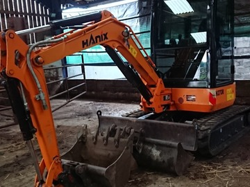 Hourly Equipment Rental: Hanix 2.7 ton
