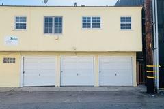 Daily Rentals: 3 Vehicle Garage near Lincoln School in Santa Monica California
