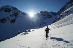 Réserver (avec paiement en ligne): Traversée du massif de Belledonne en ski de randonnée - France
