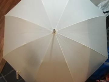 Ilmoitus: Kasa häätavaraa, sateenvarjo,verhoja, tuikkukippoja, laseja ym.