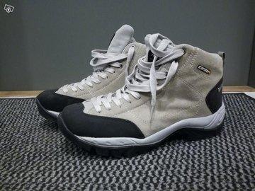Myydään: Iceapeak ulkoilukengät  (naisten) / Icepeak outdoor shoes (women)