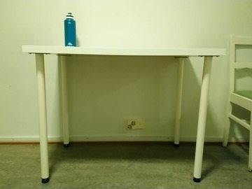 Selling: Table and chair