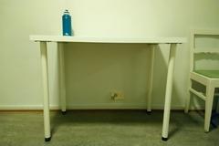 Myydään: Table and chair