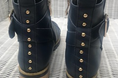 Selling: Navy boots size 37